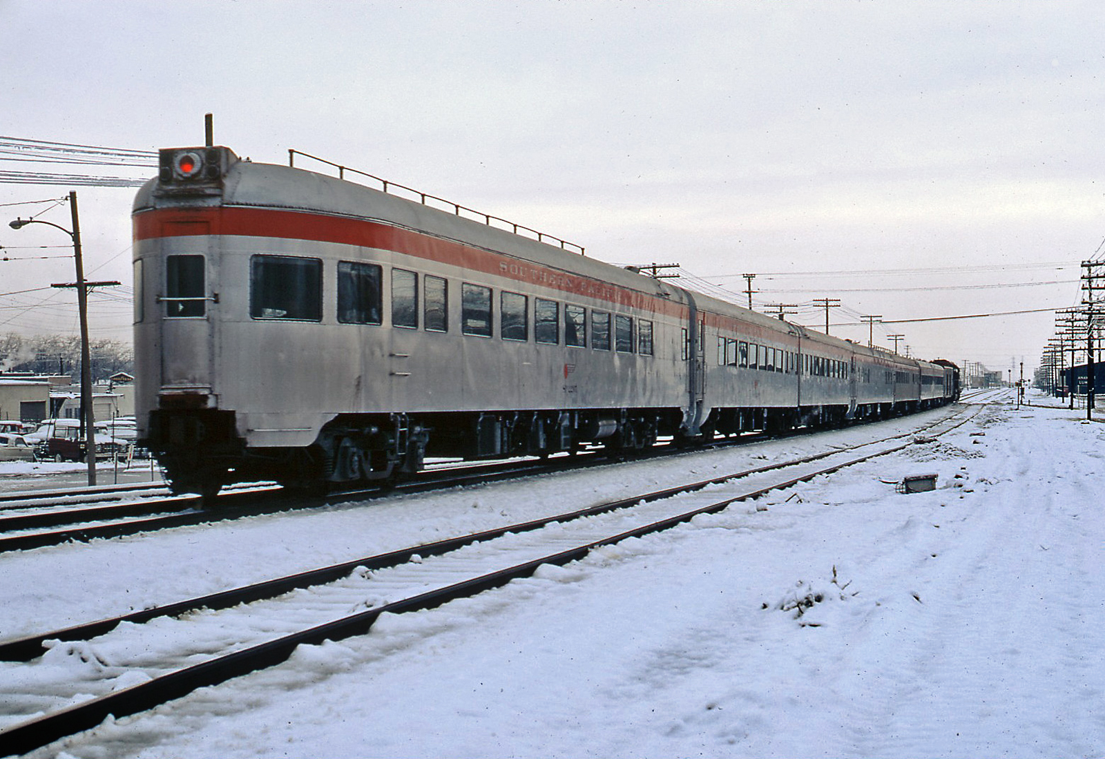 gg7002 newhall southern pacific passenger train in snow 12 19 1970. Black Bedroom Furniture Sets. Home Design Ideas