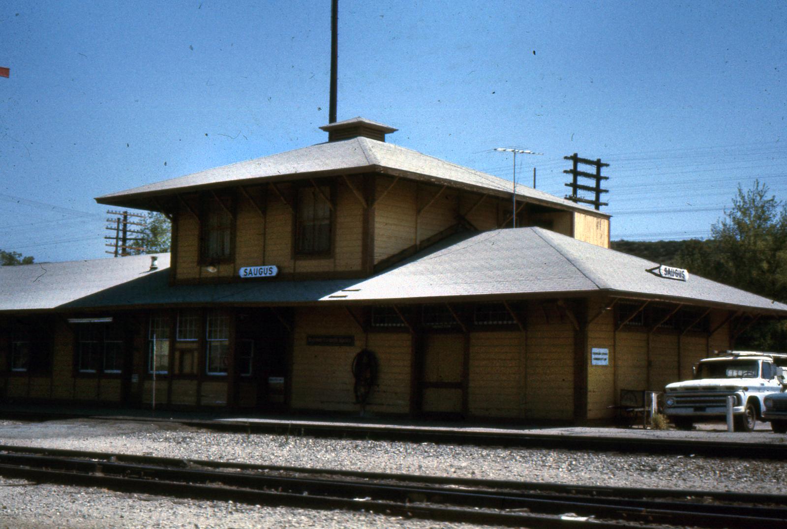 Scvhistory Com Jk0002 Saugus Saugus Train Station 1967 70