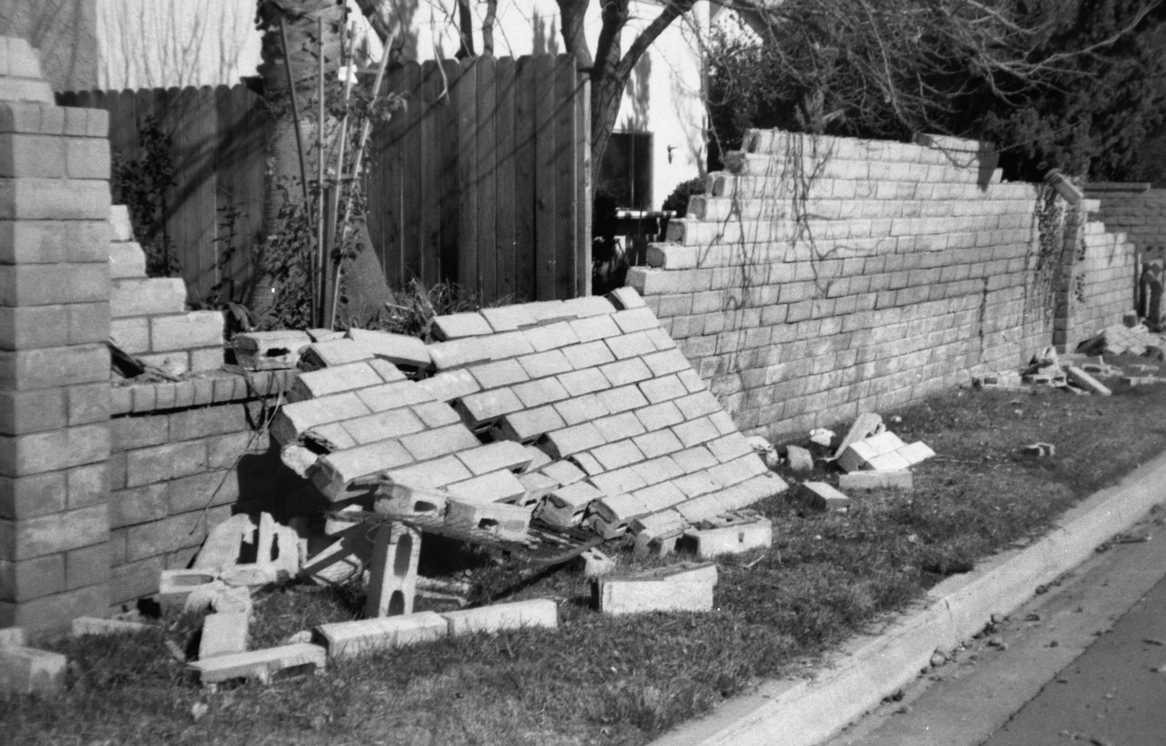 SCVHistory.com LW9410l | 1994 Earthquake | Block Wall ...